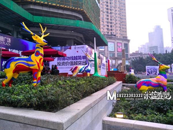 重庆玻璃钢雕塑鹿子彩绘
