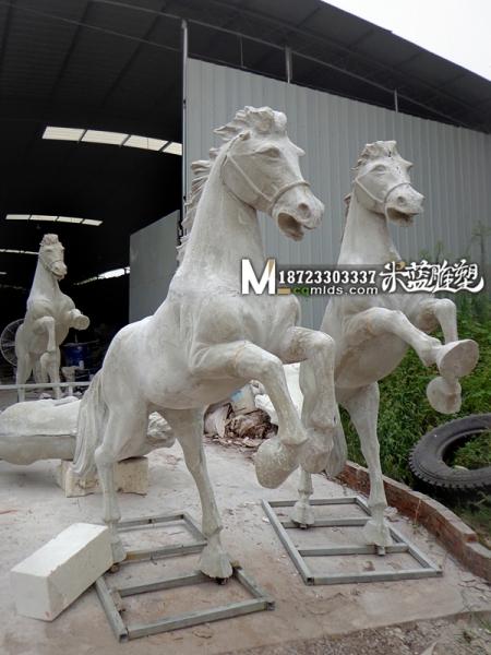 重庆景观雕塑玻璃钢马
