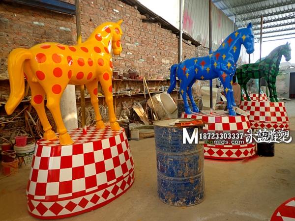 重庆玻璃钢雕塑马制作