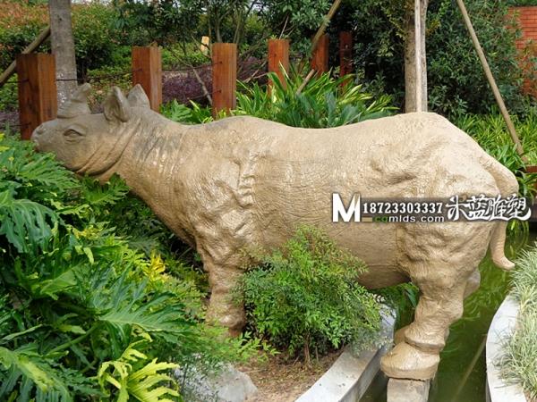 昆明水泥雕塑GRC雕塑动物犀牛