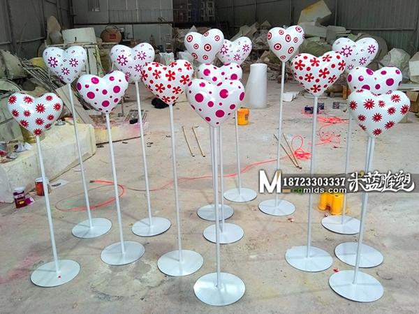 重庆玻璃钢雕塑爱心涂鸦花纹摆件